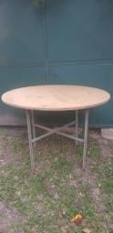 Mesa de madeira para eventos desmontável