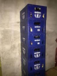 Caixas plásticas completas da Ambev