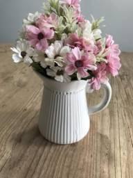 Vaso cerâmica com flores artificiais