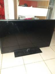 Vendo TV semi smart  com pequeno risco na tela