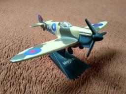 Miniatura colecionável Maisto Avião Supermarine SpitFire Mk-Vb