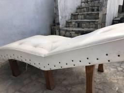 Divã e mesa de massagem