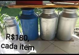 4 Latões de Leite e mais coisas, à Partir de R$100. LEIA