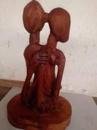 Casal Estilizado entalhados em Madeira