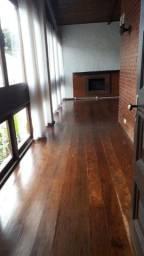 Casa com 03 quartos, Beira de Rua - Valparaiso-Petrópolis - RJ.
