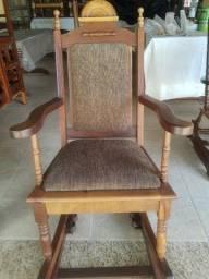 Título do anúncio: Cadeira de Balanço Antiga em Madeira de Lei Imbuia. Restaurada
