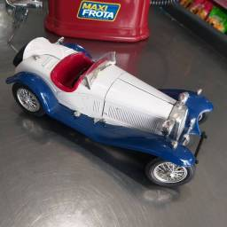 Título do anúncio: Miniatura 1/18  Alfa Romeo