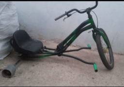 Título do anúncio: Vende-se Um trike estudamos troca em uma bike aro 26