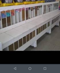 Vendo móveis e estoque para aviário