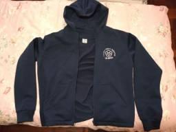 Jaqueta com capuz azul (M), nova, do uniforme do colégio Cristo Redentor de Canoas-RS.
