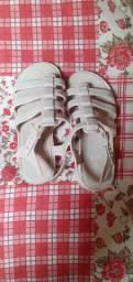 Vendo sandália  grandene  número  25 e26  por