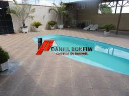 Casa Vila Bretas com piscina, lote inteiro e garagem vários carros
