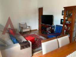 Apartamento reformado no centro de Nova Friburgo, com 02 quartos mais dependência completa