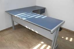 Mesa de Escritório em L c/ 2 Gavetas em MDP Azul/ Cinza 74 cm x  182 cm x  160 cm