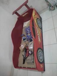 Cama e rack dos carros.