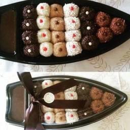 Barca de doces e salgados