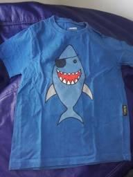 2 camisas BBásico tamanho 8 anos
