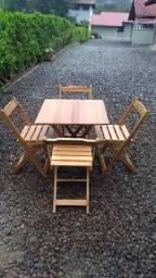 Mesas e cadeiras dobraveis