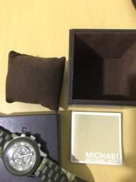 Relógio MK para vender logo