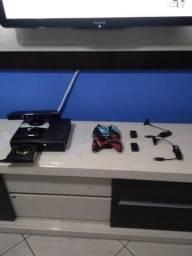 Xbox 360 Slim, Desbloqueado, HD 160 GB, Dois controles + Kinect e 34 Jogos
