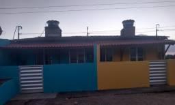 Vende-se 3 Imoveis, 2 casas em cima + 1 casa em baixo + terreno atrás