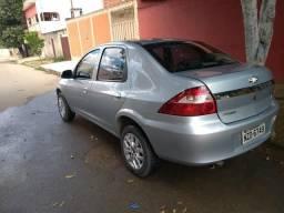 Prisma 2011/2012 1.4 Completo - 2011
