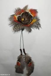 Brinco de Pena solitário indígena em flor