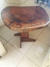 Mesa e peças em madeira maciça