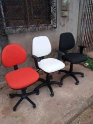 Cadeiras e mesa de escritório