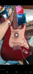 Guitarra semi nova usada poucas vezes