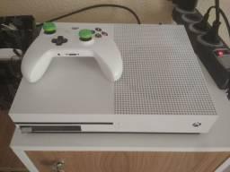 Xbox One S, 500Gb, Muito bem conservado.