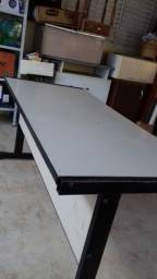 Vende mesa com detalhe