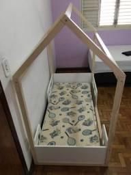 Cama montessoriana com colchão infantil