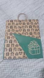 Sacolas de papel e cartuchos para lanches