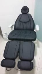 Cadeira podologica da Gnatus com massageador e mocho todo em couro com rodinha