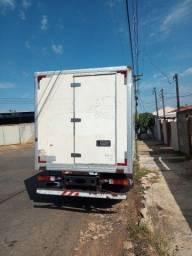 Caminhão 3/4 Iveco vertis 90v18 baú refrigerado