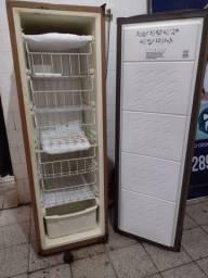 Título do anúncio: Vendo um freezer 180 litros semi novo R$ 199 Acessórios casa