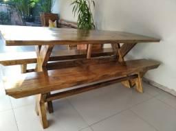 mesas com  bancos de madeira para churrasqueiras