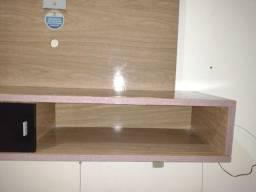 Painel suspenso para sala , muito bonito com duas gavetas e bastante espaço !