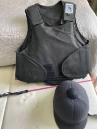 Colete, capacete e chicote infantil para equitação