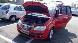 Fiat Idea vermelho e bem conservado - 2010