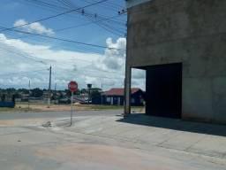 Aluga se barracão de esquina em Ji-Paraná