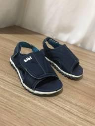 Sandálias e roupas