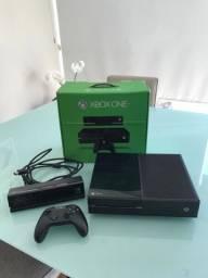 Xbox One 500GB acompanha Kinect e um controle