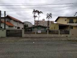 Vende-se Terreno 750m² Com Casa em Joinville / Santo Antônio