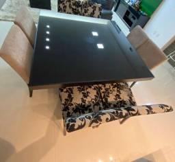 Mesa de Madeira e vidro preto