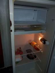 Vendo geladeira usada em bom estado