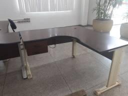Mesa escritório formato L