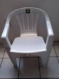 Título do anúncio: cadeiras plástica nova conforme nas fotos