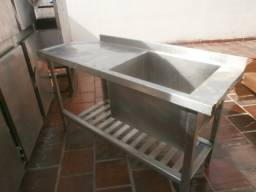 Título do anúncio: mesa de inox - com pia- tanque grande e profundo - medindo 1,60mt